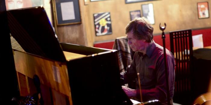 Colin Dudman plays the Phoenix Artist Club
